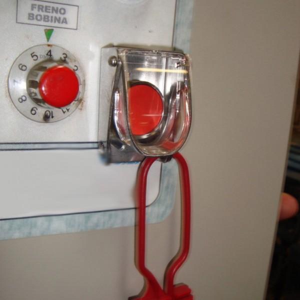 Bloqueo para botoneras en base de acero y tapa de plástico rígido IEC 22.5mm
