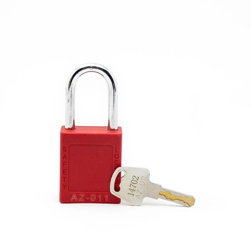 Candado y llave grabados