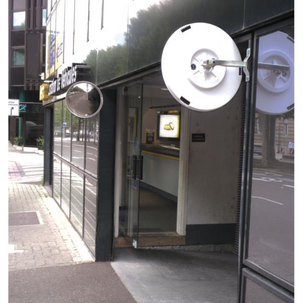 Aplicación real de dos espejos de seguridad de 180º instalados