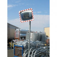 Fotografia real de la aplicación de un espejo de tráfico en una empresa