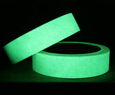 Cinta adhesiva fotoluminiscente para puertas