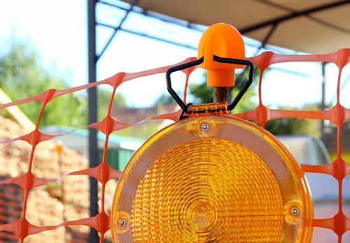 aplicacion-del-extremo-de-proteccion-para-sujetar-lampara
