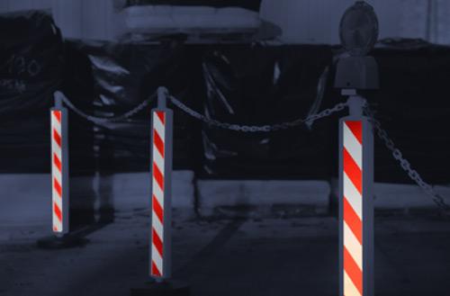 postes-alta-visibilidad-rojo-blanco-noche